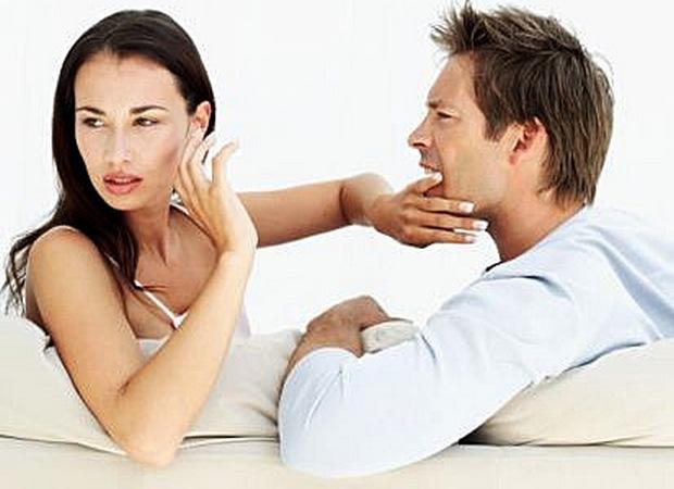 Женщина не позволяет мужчине говорить и сама не хочет слушать