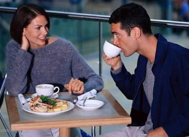 Женщина сравнивает партнёра со своим бывшим мужчиной
